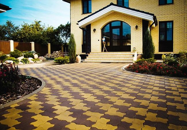 мощение двора частного дома дизайн