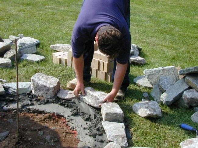 укладка камней с раствором для клумбы