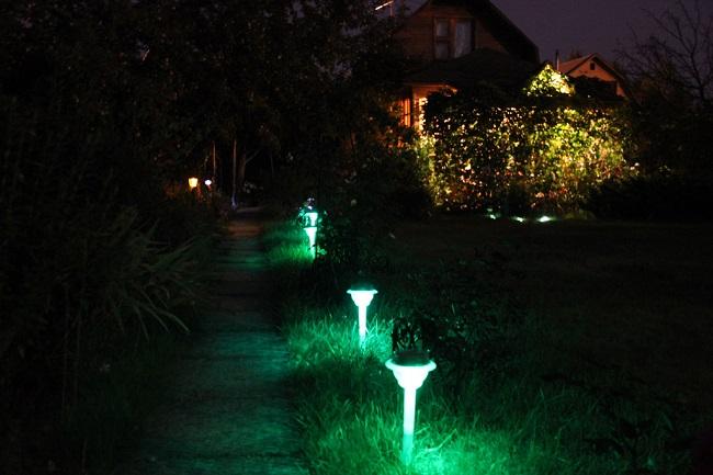 Светильники на солнечных батареях на дачу