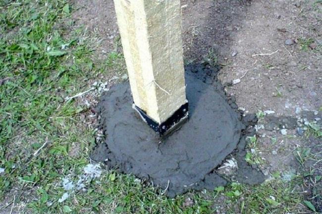 бетонирование брусьев в земле