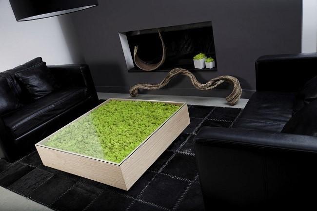 стол декорированный мхом