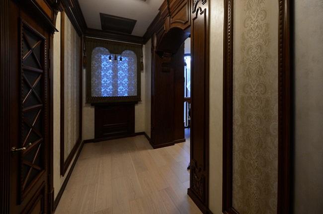 деревянные вставки в коридор
