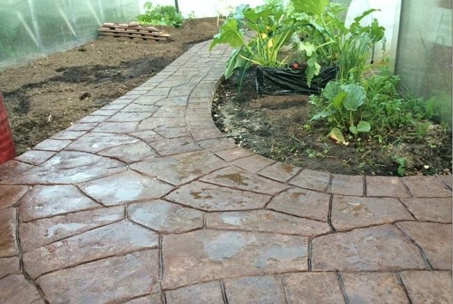 мощение дорожек бетоном под камень