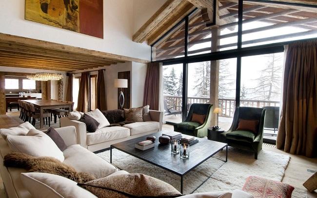 интерьер гостиной в стиле шале частного дома