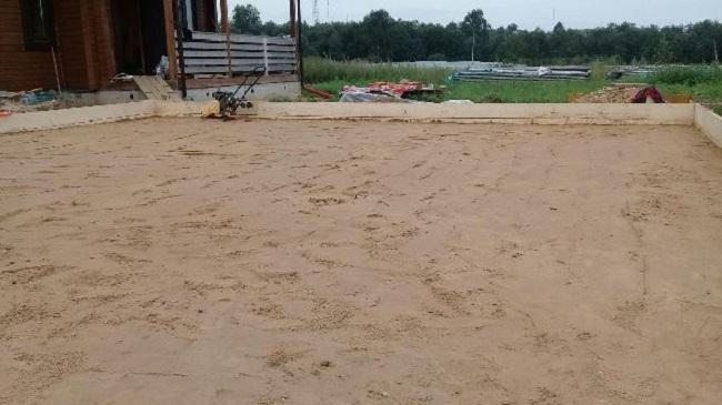 трамбовка песчаного основания для плитного фундамента