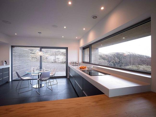 интерьер кухни частного дома в стиле минимализм