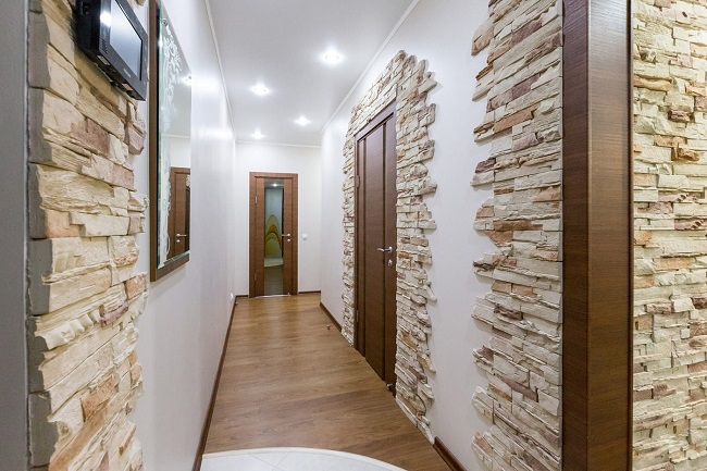 интерьер прихожей декоративным камнем