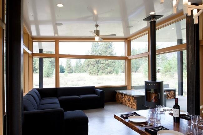 дома с печкой и панорамными окнами