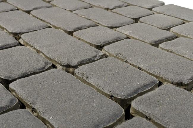 бетонный мостовой камень