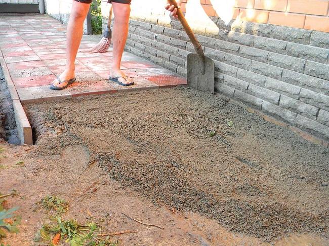 укладка тротуарной плитки на песчаную основу
