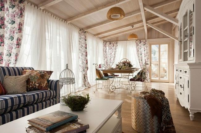 веранда частного дома в стиле прованс