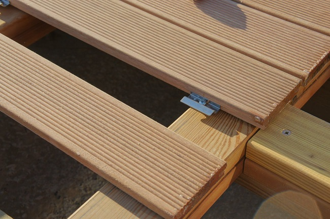 монтаж палубной доски на кляймеры