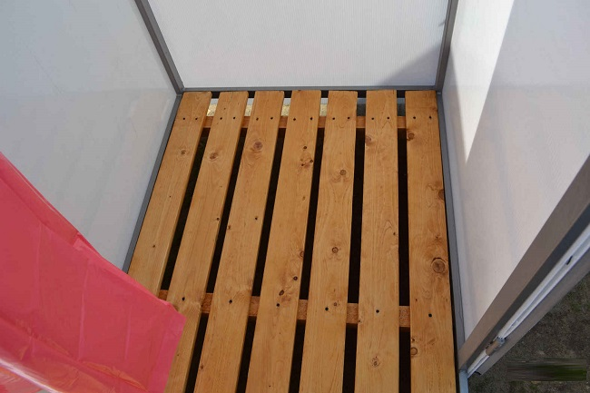 деревянный поддон для летнего душа