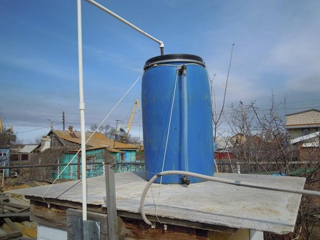 подача воды в бак для летнего душа