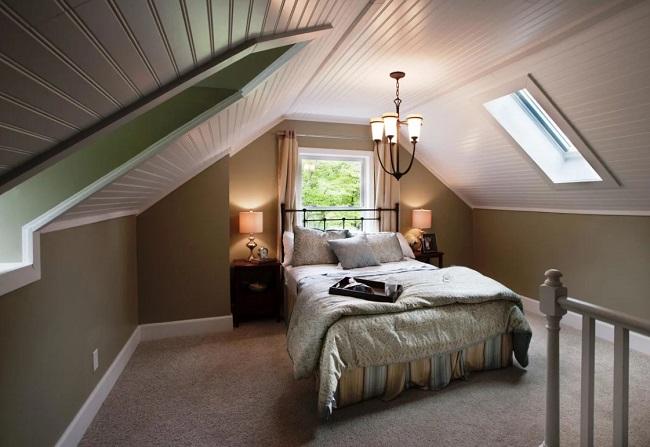 маленькая спальня на мансардном этаже