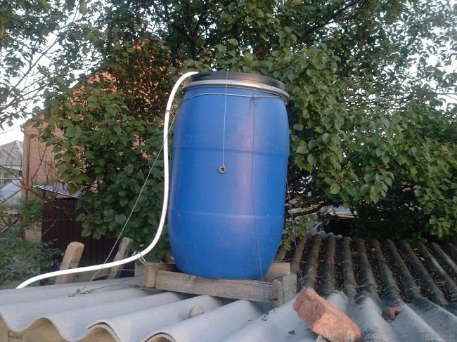 подача воды в бак летнего душа