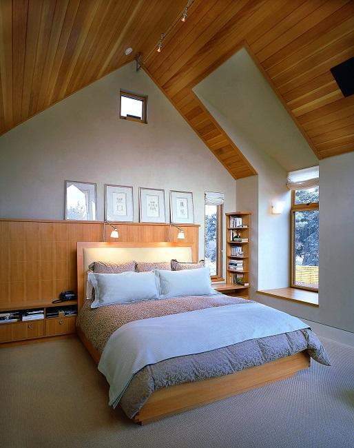 расположение кровати на мансарде