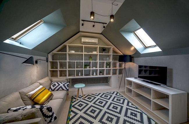 Интерьер мансарды с двускатной крышей