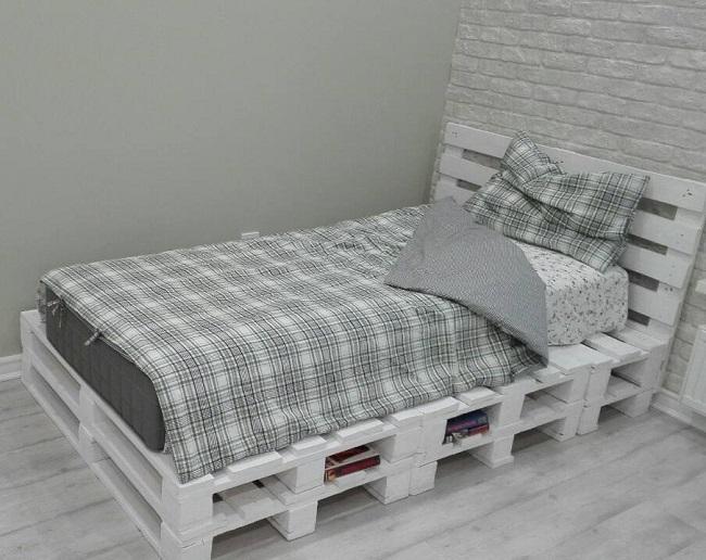 односпальная кровать из паллет