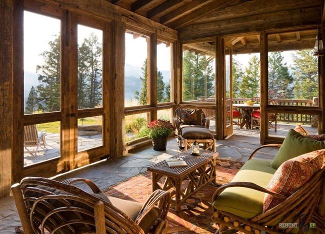 деревянная мебель на веранде