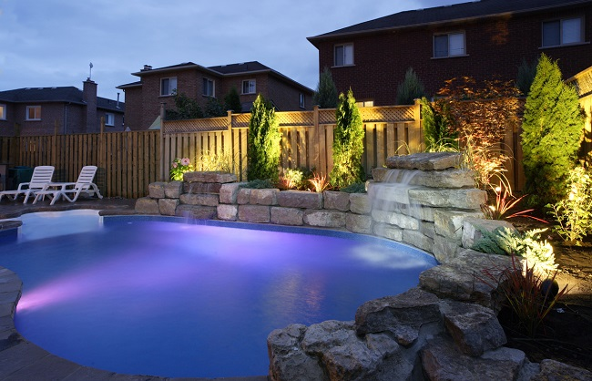 ландшафтное освещение с бассейном