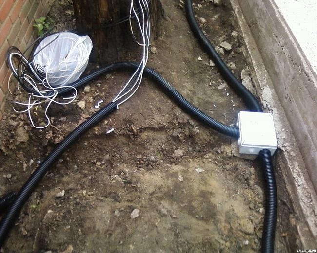 Прокладка провода в земле на участке