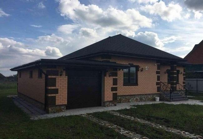 дом с гаражом под одной крышей фото одноэтажный реальные