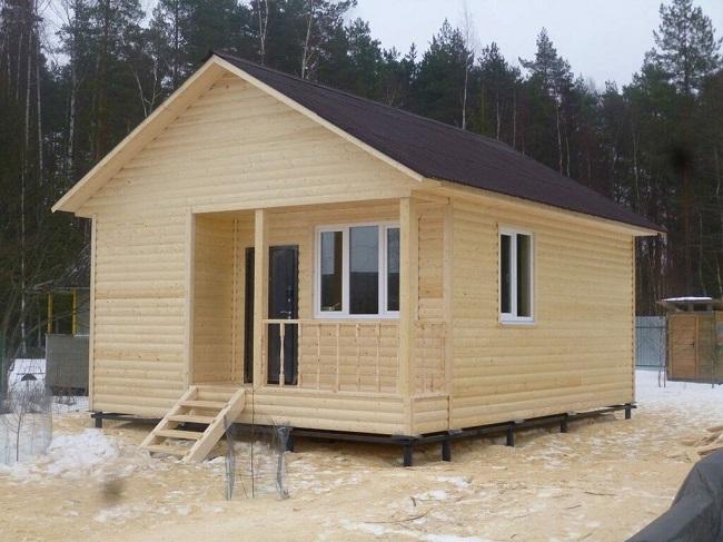 одноэтажный каркасный дом с террасой 6 на 8