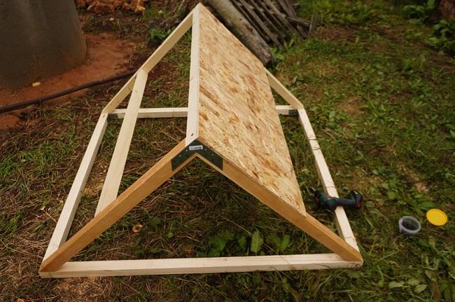 готовая крыша колодца