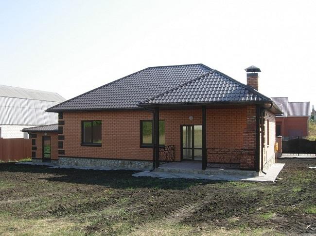 одноэтажный дом из кирпича проект с террасой