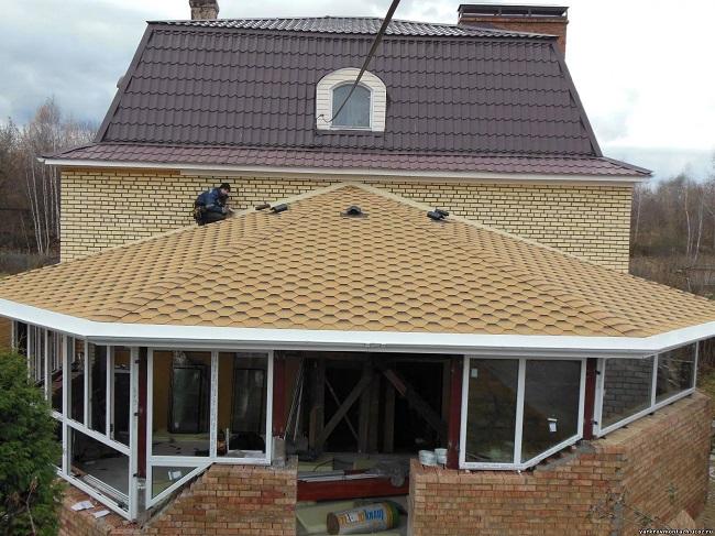 вальмовая крыша веранды