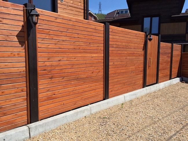 забор планкен из лиственницы для частного дома