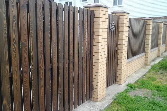 забор из штакетника обработанного для частного дома