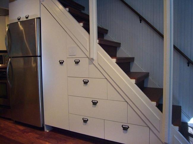 встроенные ящики под лестницей