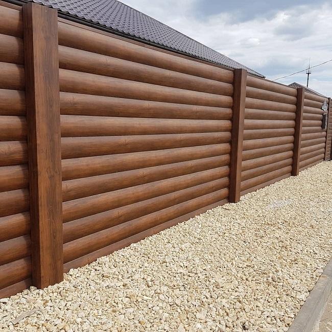 забор из блок хауса для частного дома