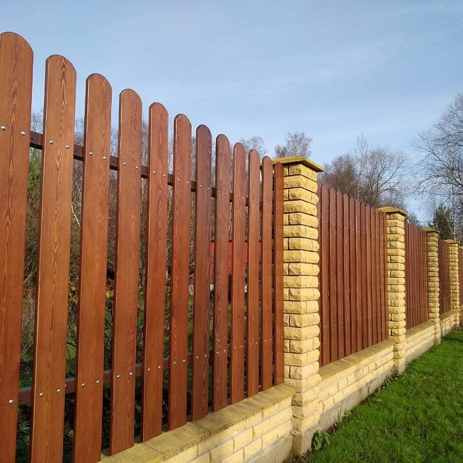 забор из лиственницы для частного дома