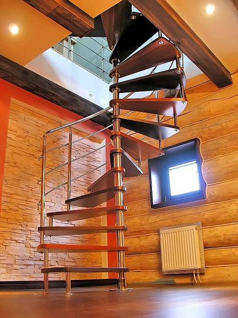 Винтовая лестница металл дерево