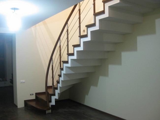 бетонная лестница облицованная деревом