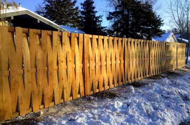 забор плетенка из штакетника для частного дома