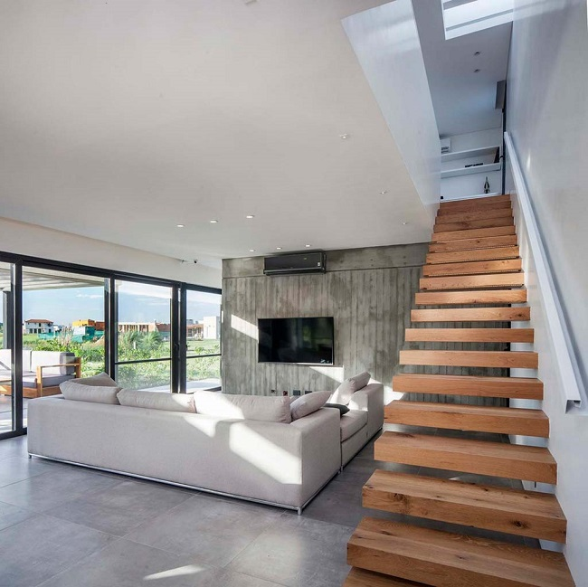 дом в стиле хай тек с лестницей