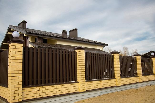 металлический штакетник для частного дома