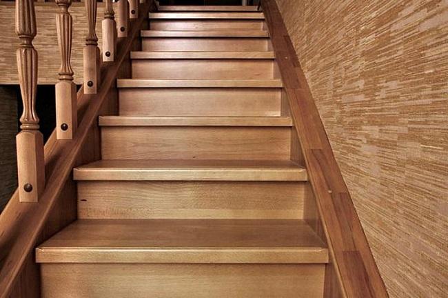 закрытая лестница с подступенками