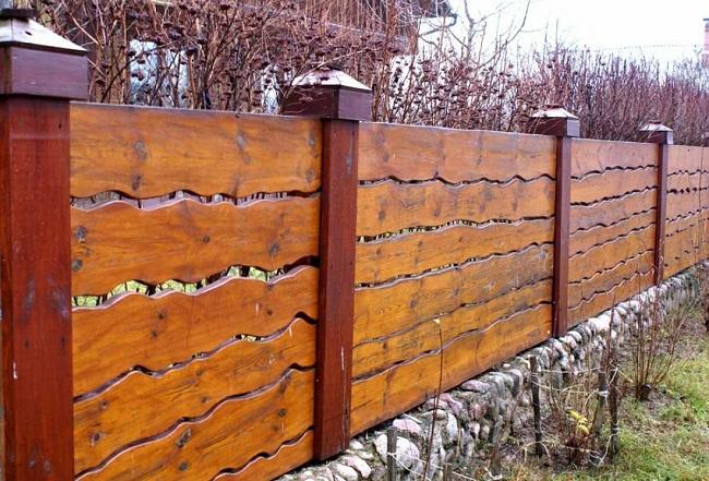забор из горбыля для частного дома