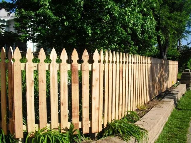 Забор классический штакетник деревянный