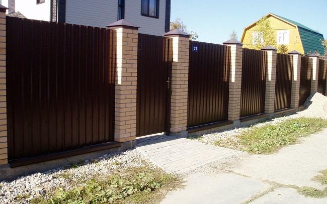 глухой забор для частного дома