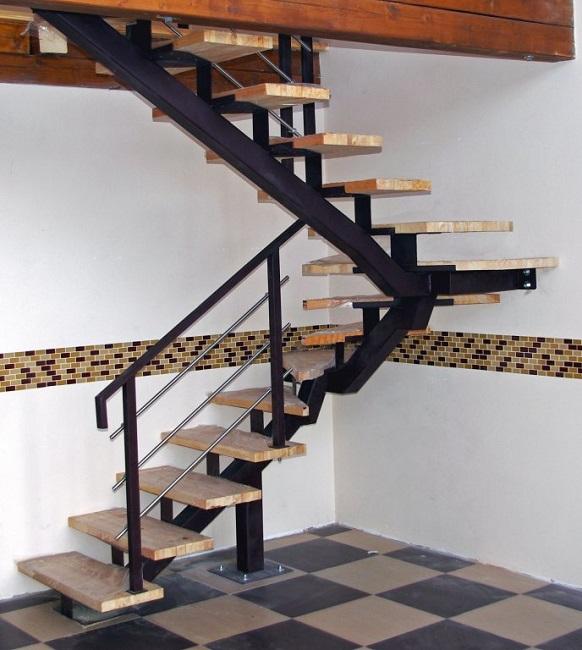 металлическая лестница на второй этаж в частном доме реальные фото