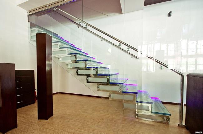 стеклянная лестница на вотрой этаж частного дома
