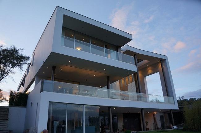 хай тек двухэтажный дом