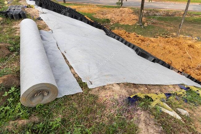 применение геотекстиля для укрепления склона