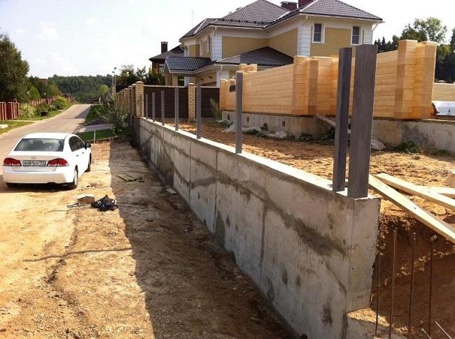 подпорная стенка с забором из профлиста